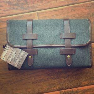 Buxton Men's Hanging Travel Kit